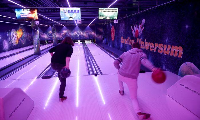 Bowling im Gasometer: Auch für ungeübte Spieler (und Kinder) leicht erlernbar.