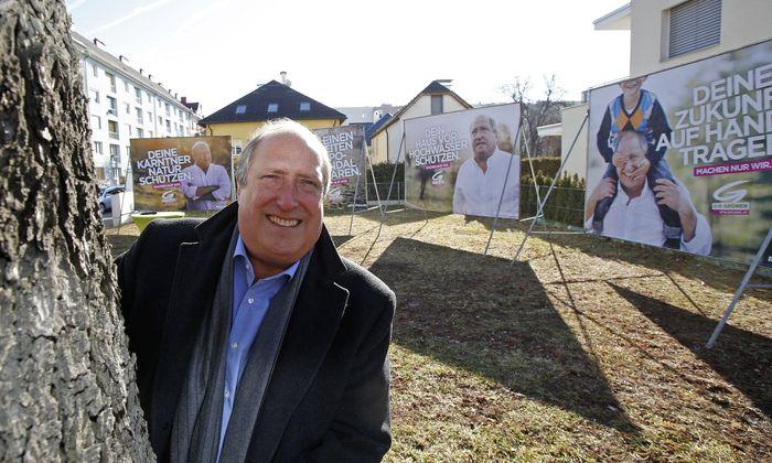 Der ehemalige Kärntner Grünen-Spitzenkandidat Rolf Holub bei einer Plakatpräsentation im Jänner 2018