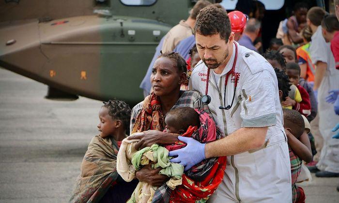 Zerstörtes Beira: Rettungskräfte helfen Überlebenden aus der Stadt an der Küste von Mozambique.
