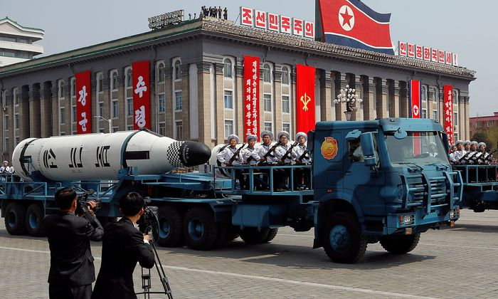Nordkorea präsentiert sein Heer.