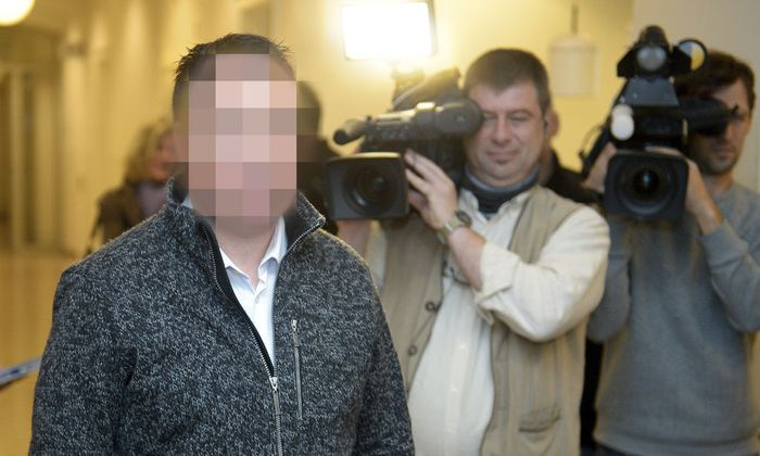 Der Angeklagte vor dem Prozess in Wiener Neustadt