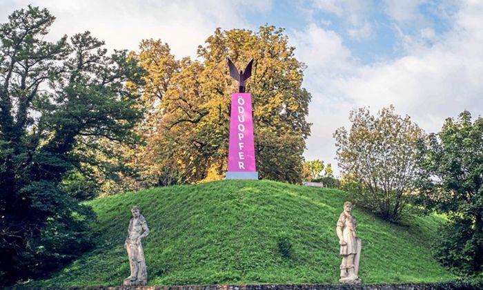 """""""Österreich, du Opfer"""": Eduard Freudmann verhüllte das Grazer Denkmal zur """"Befreiung"""" von den Alliierten."""