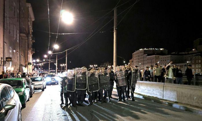 Ein massiver Polizeieinsatz auf der Salzburger Fortgehmeile Rudolfskai hat zuletzt für Diskussionen gesorgt.
