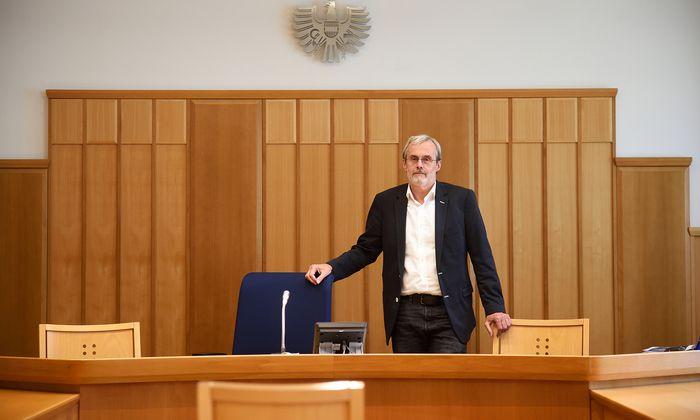 """Gerichtsvorsteher Robert Schrott in einem Saal des Favoritner Bezirksgerichts: """"Es wird seit Jahren schwieriger."""""""