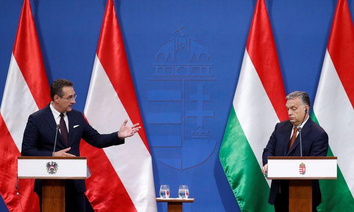 Heinz-Christian Strache bei Viktor Orbán. Zuvor hat Ungarns Premier auch Matteo Salvini in Budapest empfangen. Italiens Vizepremier bekam sogar eine Prämium-Behandlung – eine Inspektion an der Grenze in Röszke.