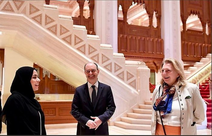 Gregor Kössler (Mitte) mit Außenministerin Kneissl