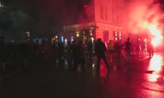Ein Screenshot eines Videos, das Alexander Spritzendorfer in der Nacht auf Sonntag in der Josefstadt aufgenommen hat.