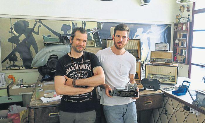 Das Super-Sonic- Team: Martin Kristofcsak (l.) und Richard Sbüll in ihrer Werkstätte in Wien.