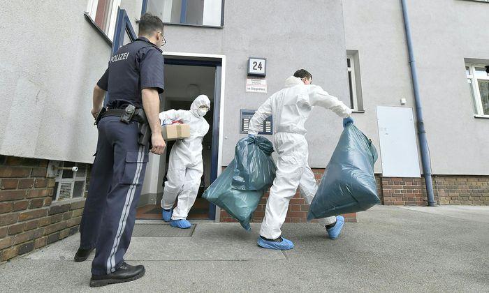 Die Spurensicherung am Fundort der toten Frauen in Wien-Floridsdorf.