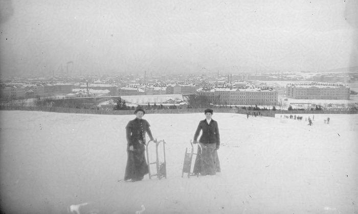 Die Wiener rodelten schon immer gern: Historische Aufnahme aus 1900 vom Schafberg.