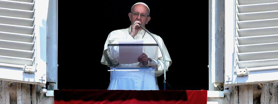 Der Papst beklagt das Sterben von Flüchtlingen im Mittelmeer. / Bild: APA/AFP/ANDREAS SOLARO