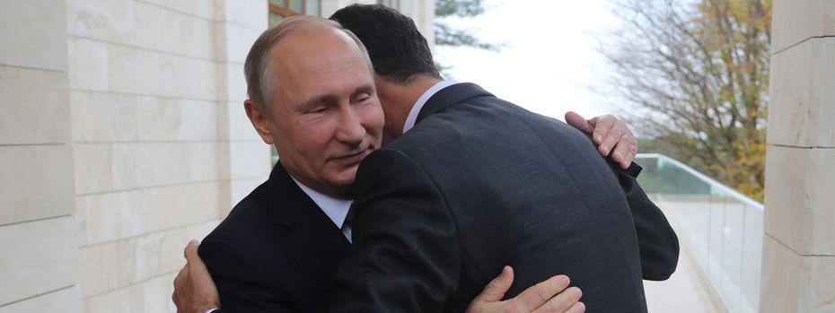 Ziemlich beste Freunde: Der russische Präsident, Wladimir Putin, lud den syrischen Machthaber, Bashar al-Assad, am Montag zu Gesprächen in die südrussische Stadt Sotschi.  / Bild: (c) APA/AFP/SPUTNIK/MIKHAIL KLIMENTY