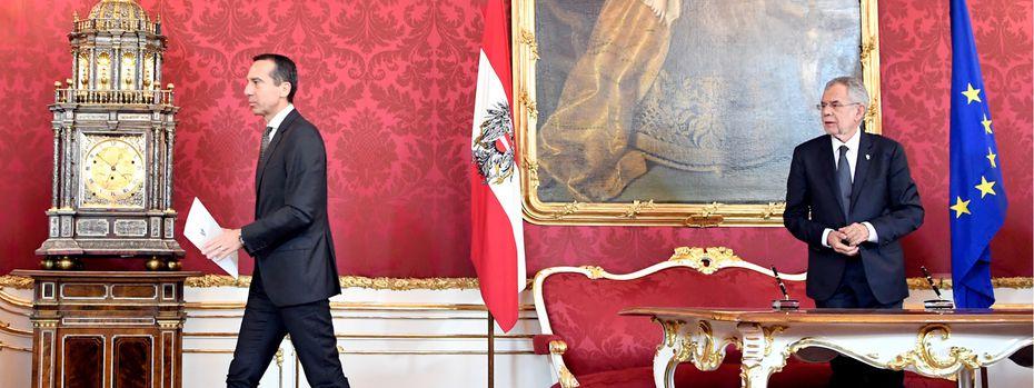 Der Abgang zum (vorläufigen) Weitermachen: Bundeskanzler Christian Kern (l.) bei Bundespräsident Alexander Van der Bellen. / Bild: (c) APA/HANS KLAUS TECHT