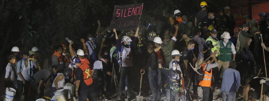 Sucharbeiten bei einem eingestürzten Gebäude in Mexiko-Stadt. / Bild: (c) Imago
