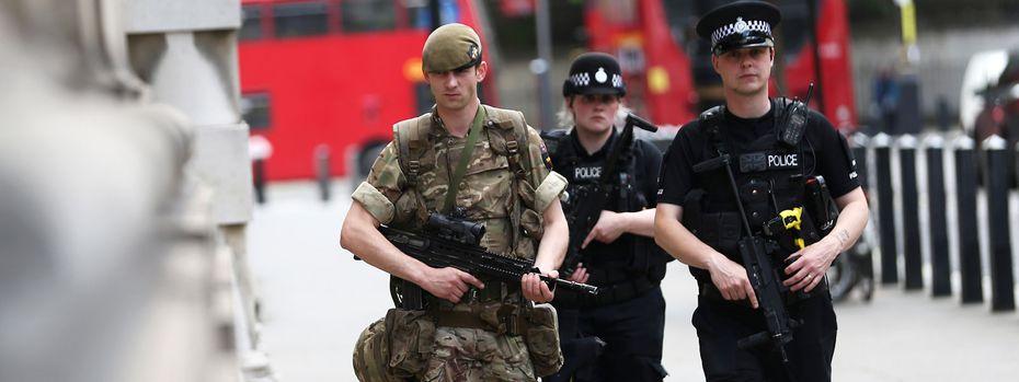 Die britische Polizei hat Unterstützung durch die Streitkräfte beantragt. / Bild: Reuters
