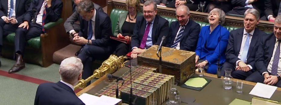Jeremy Corbyn (im Vordergrund) hat zum Misstrauensvotum gegen die Regierung aufgerufen. / Bild: (c) APA/AFP/PRU/HO (HO)