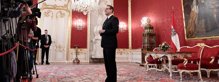 Würde in der Hofburg gerne als Regierungsmitglied angelobt werden: FPÖ-Chef Heinz-Christian Strache. / Bild: (c) APA/HANS KLAUS TECHT (HANS KLAUS TECHT)