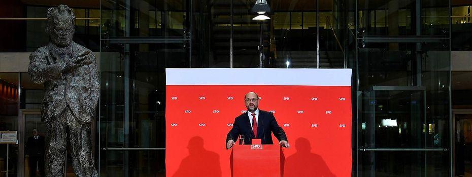 Martin Schulz gerät unter Druck. / Bild: APA/AFP/JOHN MACDOUGALL