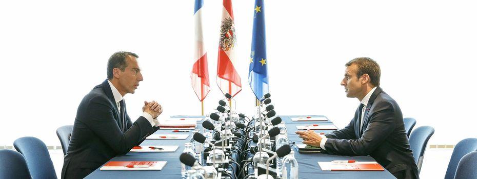 Treffen in Salzburg. Der österreichische Bundeskanzler Christian Kern und Frankreichs Präsident Emmanuel Macron bei einer Unterredung im Kongresshaus.  / Bild: (c) APA/BKA/ANDY WENZEL