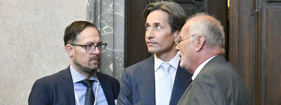 Karl-Heinz Grasser und die Anwälte Wess und Ainedter. / Bild: (c) APA (Hans Punz)