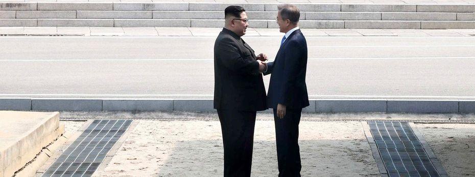 Als erster nordkoreanischer Machthaber seit Kriegsende vor 65 Jahren hat Kim Jong-un südkoreanischen Boden betreten.  / Bild: APA/AFP/Korea Summit Press Pool/