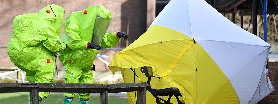 Spurensicherung nach dem Attentat auf den russischen Ex-Spion. / Bild: APA/AFP/BEN STANSALL