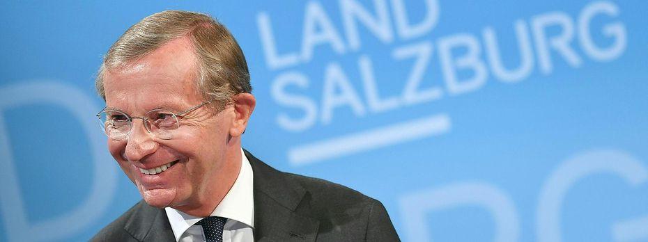 Landeshauptmann Wilfried Haslauer (ÖVP) kann sich über den Wahlsieg freuen.  / Bild: APA/BARBARA GINDL