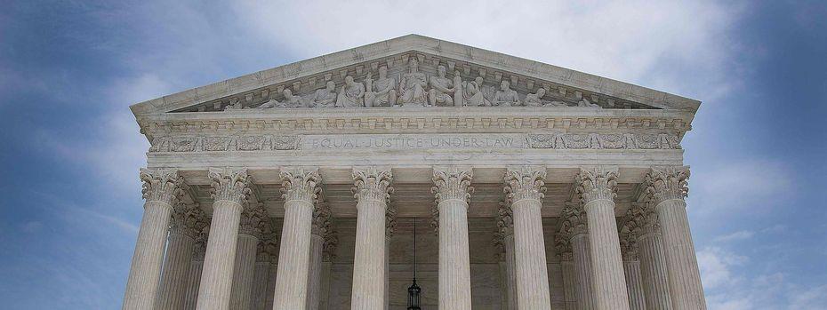 Das Oberste Gericht lässt das Einreiseverbot teilweise zu. / Bild: APA/AFP/JIM WATSON