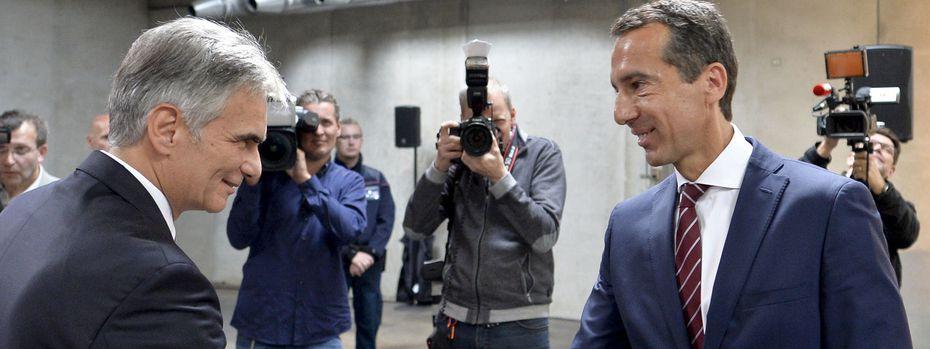 Alter und neuer Kanzler: Werner Faymann (l.) und Christian Kern / Bild: APA/HERBERT NEUBAUER