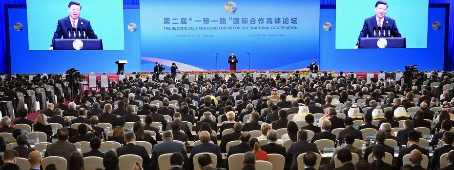 "Chinas Staatschef Xi Jinping bei der Eröffnungsrede des ""Belt and Road""-Forums. / Bild: imago images / Kyodo News"