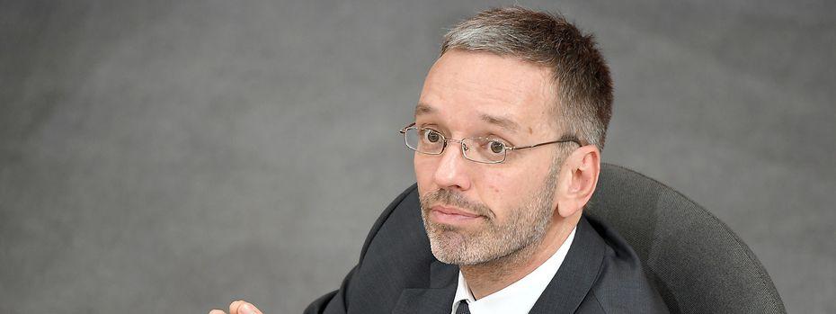 Innenminister Herbert Kickl / Bild: APA/ROLAND SCHLAGER