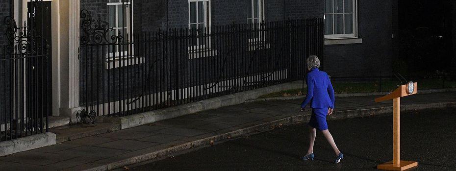 Für Theresa May gibt es kaum Ausweg aus dem Patt im Parlament. / Bild: APA/AFP/OLI SCARFF