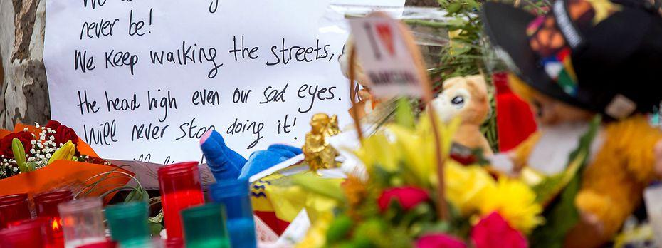 Ein Gedenkschrein für die Opfer in Barcelona. / Bild: REUTERS