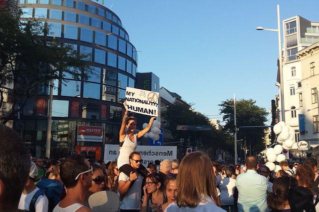 """Demo Wien Photo: Demo In Wien: """"Menschenwürde Steht An Erster Stelle"""