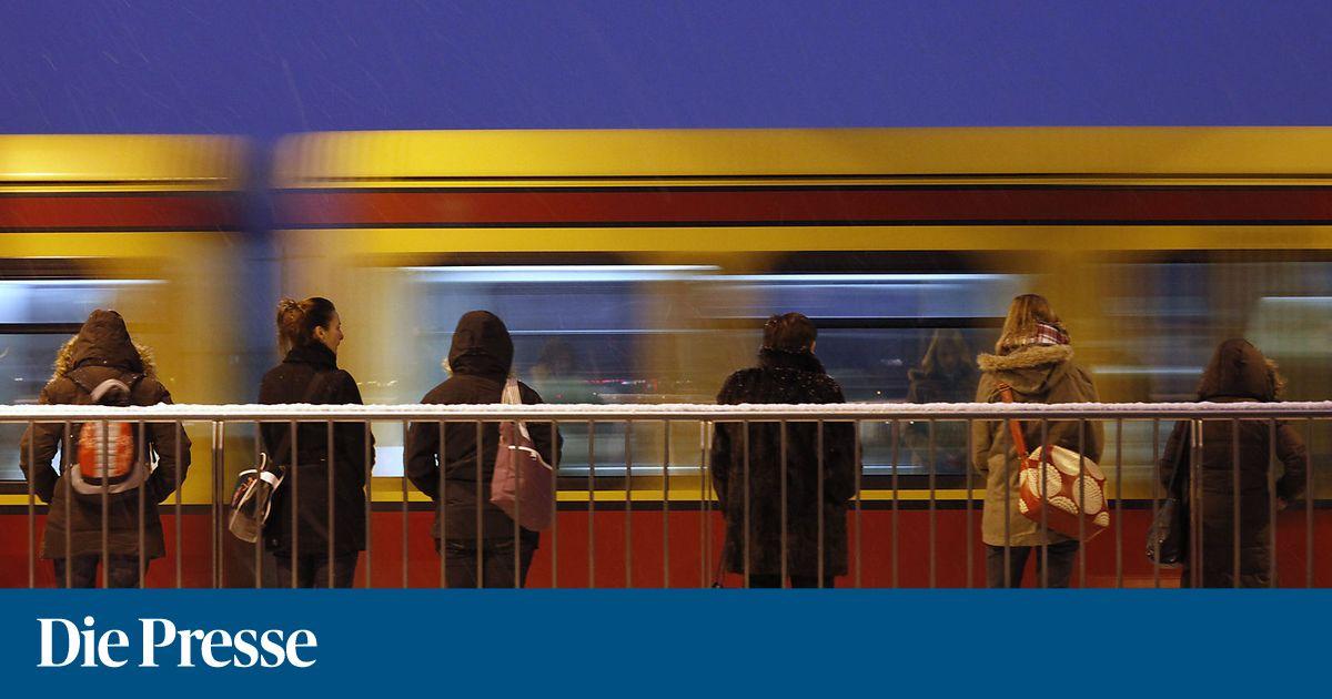 643c02772ea Die Zahl sexueller Übergriffe in den Berliner öffentlichen Verkehrsmitteln  ist einem Medienbericht zufolge deutlich gestiegen. Wie die Berliner  Zeitung