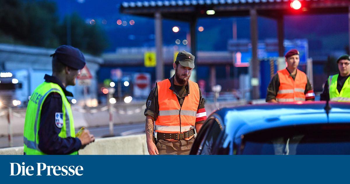 Reinigungsgeräte Haushaltsgeräte Genossenschaft Top Verkauf Weiß Klar Blau Kunststoff Auto Staub Staubsauger Dc 12 V Um Jeden Preis