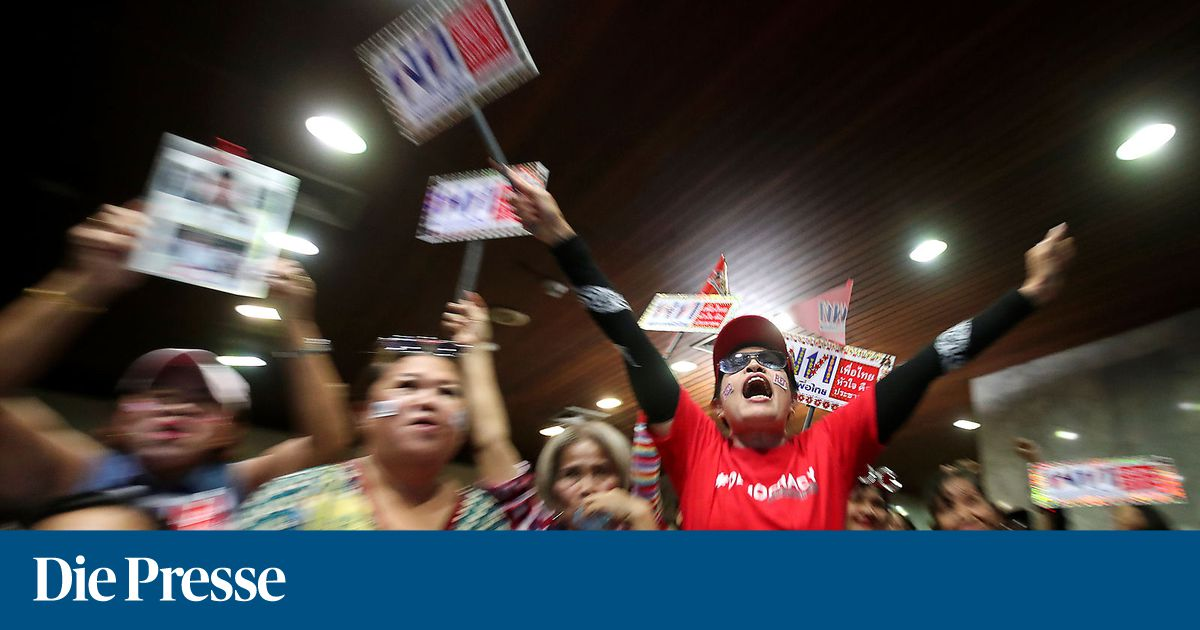 Lager-des-Milit-rs-bei-Wahl-in-Thailand-vorn