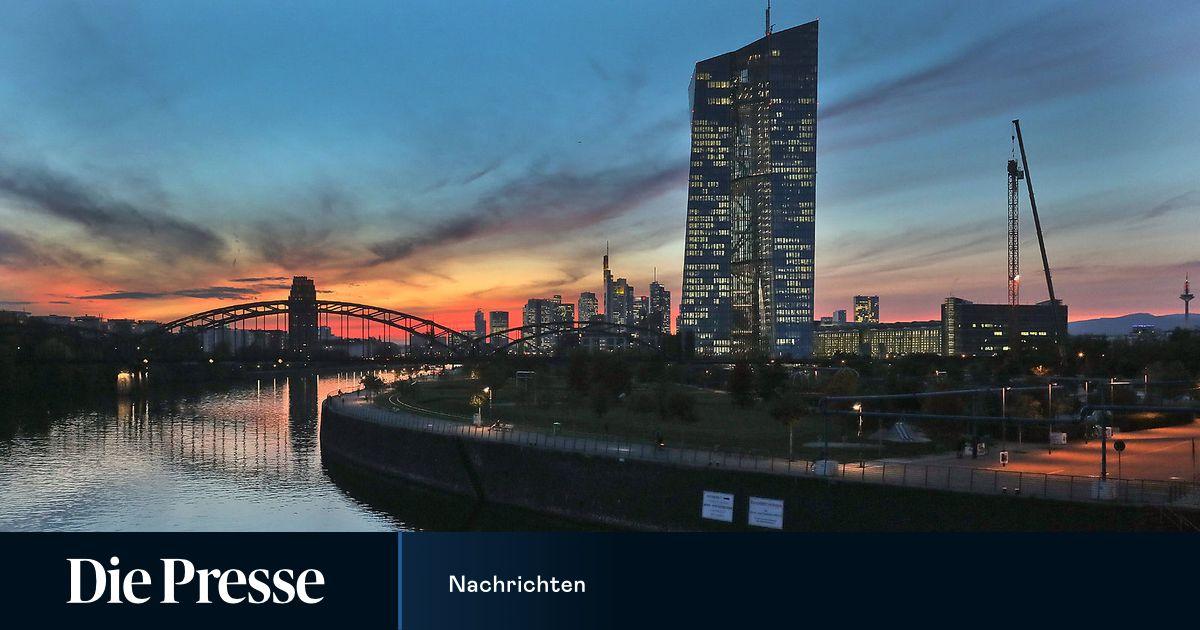 EZB weitet Notfallprogramm auf 1,35 Billionen Euro aus